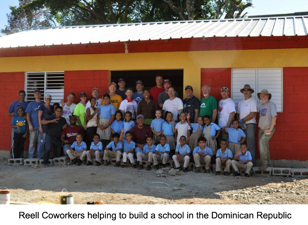 Reell Coworkers helping build a school in the Dominican Republic